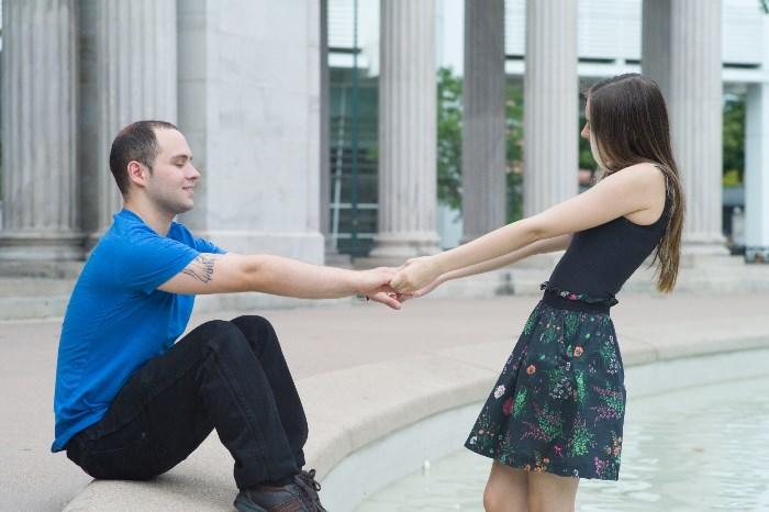 男性を誘う女性