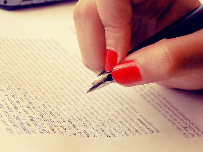 手書きをする手