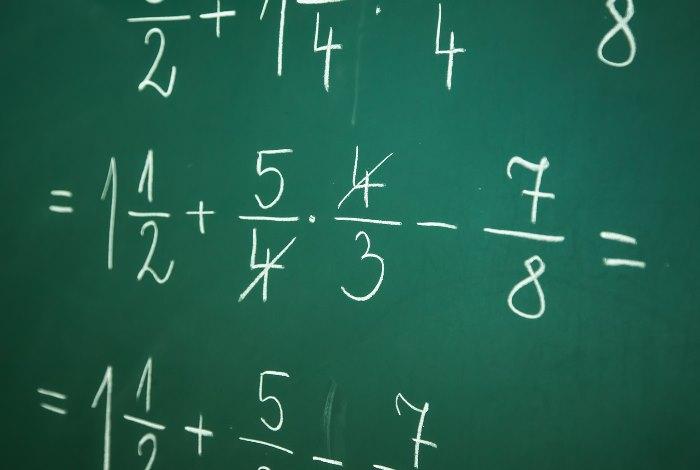 分数が書かれた黒板