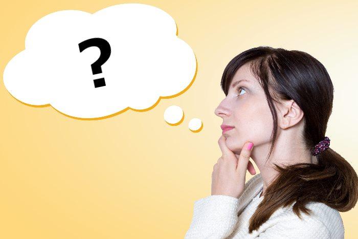 疑問を持つ外国人女性