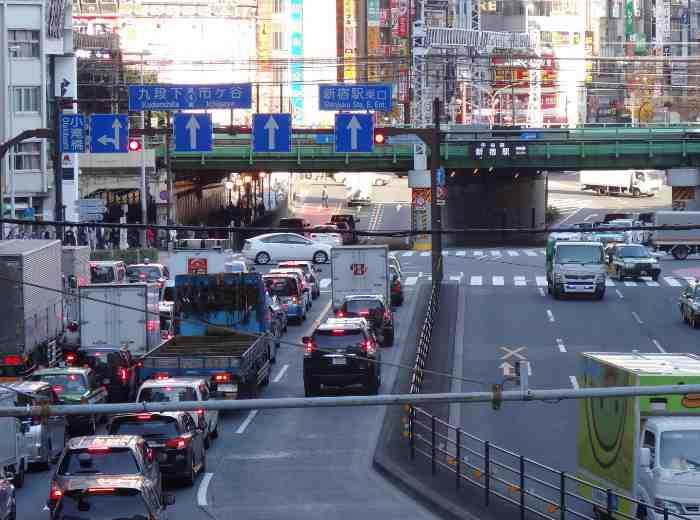 車の多い道路