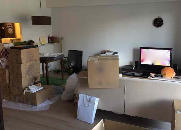 引っ越し準備中の部屋