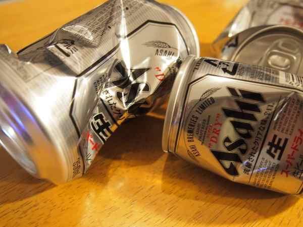 つぶれたビール缶