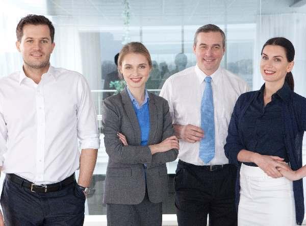 4人の会社員