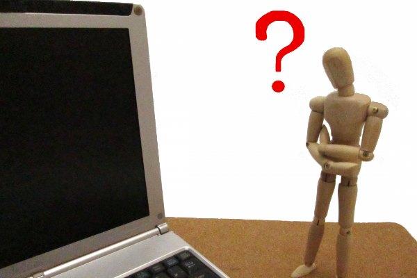 パソコンと人形