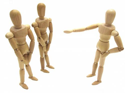 木製の人形が3体