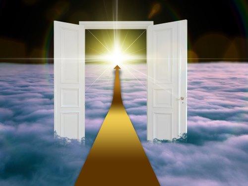 光に続くドア