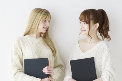 外国人と日本人の女性