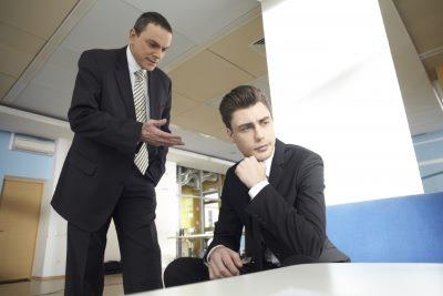 二人の外国人ビジネスマン