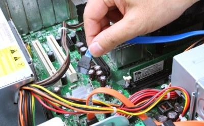 パソコンを修理する手