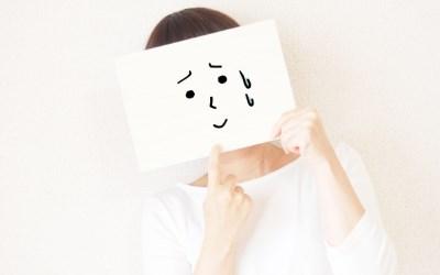 悲しい顔の女性