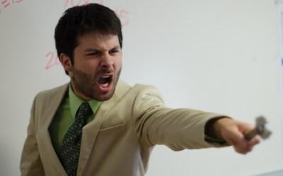 怒れる男性