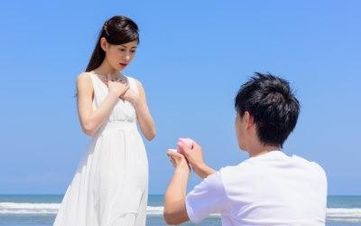 結婚を申し込む人