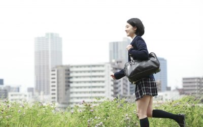 走る女子高生
