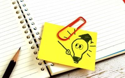 ノート、ペン、付箋