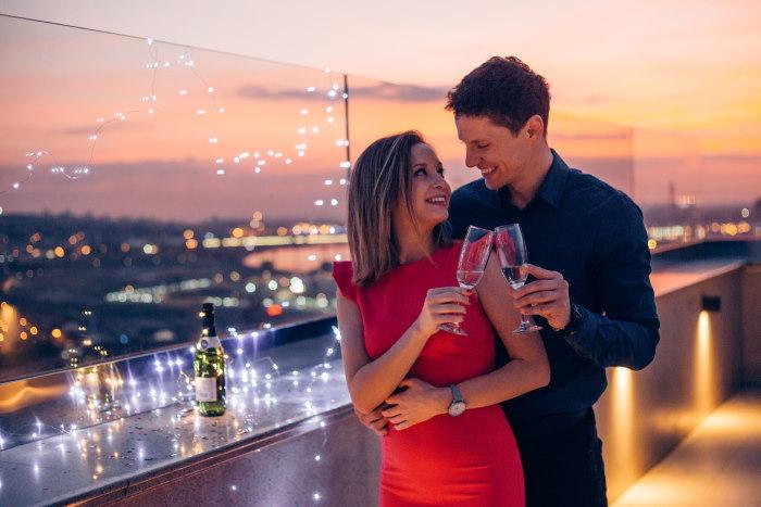新年を祝うカップル