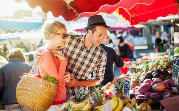 野菜市場のカップル